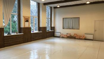Аренда зала для медитаций в Украине почасово • 2021 • RoomRoom 8