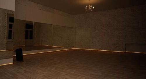 Deca Dance - 2 танцевальных зала в центре Киева • 2021 • RoomRoom 4