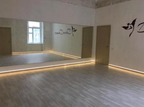 Deca Dance - 2 танцевальных зала в центре Киева • 2021 • RoomRoom 5