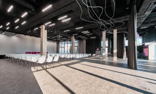 PMHUB - ивент холл с открытой крышей на Печерске • 2021 • RoomRoom 12