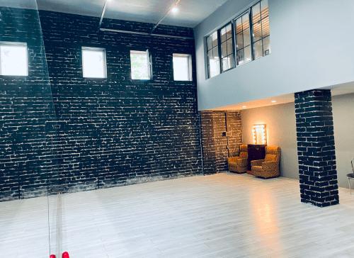 Darts Space - танцевальная студия в стиле лофт на Подоле • 2021 • RoomRoom 2