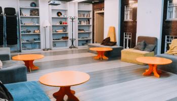 Аренда переговорной комнаты в Киеве почасово • 2021 • RoomRoom 19