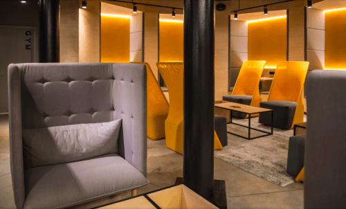Beeworking Podil - инновационный 5-этажный коворкинг • 2021 • RoomRoom 6