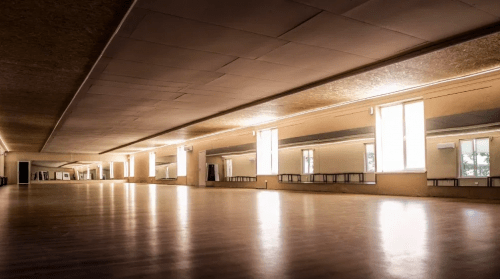Burn the Floor - студия с огромным залом-трансформером • 2021 • RoomRoom 5