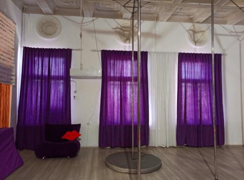 Фрейя - танцевальная студия с пилонами и полотнами • 2021 • RoomRoom 1