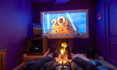 Rockfellow на Андреевском - 6 стильных кинозалов с играми • 2021 • RoomRoom 3