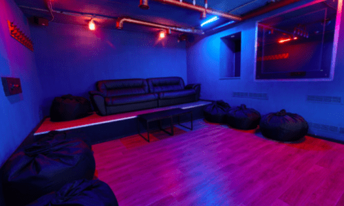 Rockfellow на Андреевском - 6 стильных кинозалов с играми • 2021 • RoomRoom 13