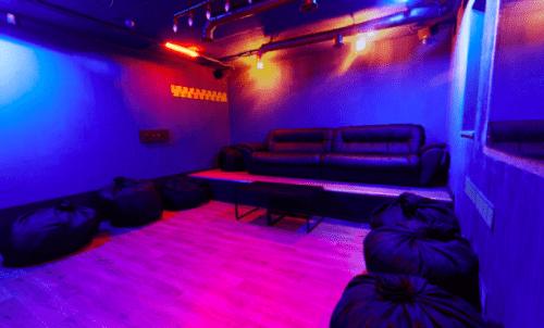 Rockfellow на Андреевском - 6 стильных кинозалов с играми • 2021 • RoomRoom 15