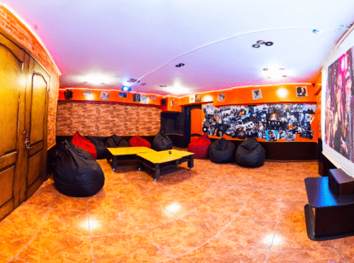 Kinoroom Теремки - универсальные кинозалы с играми и караоке • 2021 • RoomRoom 1