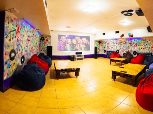Kinoroom Теремки - универсальные кинозалы с играми и караоке • 2021 • RoomRoom 3