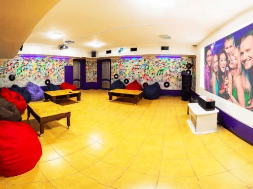Kinoroom Теремки - универсальные кинозалы с играми и караоке • 2021 • RoomRoom 4