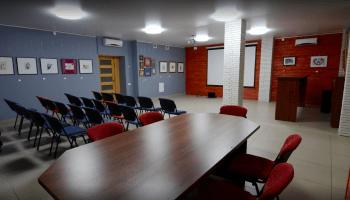 Аренда переговорных комнат в Украине почасово • 2021 • RoomRoom 8