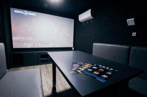 Kinobox Dnepr - 7 мини-кинозалов с караоке и играми • 2021 • RoomRoom 1