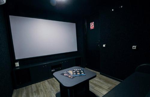 Kinobox Dnepr - 7 мини-кинозалов с караоке и играми • 2021 • RoomRoom 2