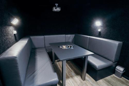 Kinobox Dnepr - 7 мини-кинозалов с караоке и играми • 2021 • RoomRoom 3