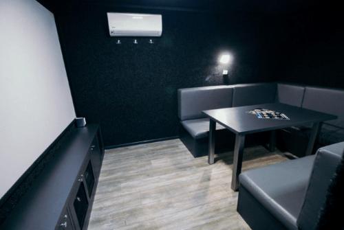 Kinobox Dnepr - 7 мини-кинозалов с караоке и играми • 2021 • RoomRoom 4