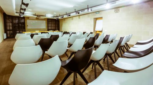 Wall Street - конференц зал, переговорные комнаты и кафе • 2021 • RoomRoom 12