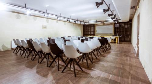 Wall Street - конференц зал, переговорные комнаты и кафе • 2021 • RoomRoom 11