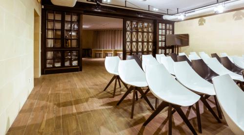 Wall Street - конференц зал, переговорные комнаты и кафе • 2021 • RoomRoom 10