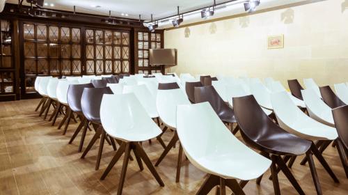 Wall Street - конференц зал, переговорные комнаты и кафе • 2021 • RoomRoom 9