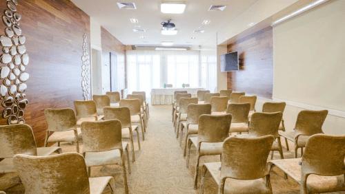 Panorama De Luxe - конференц зал и стильная терраса на крыше • 2021 • RoomRoom 7