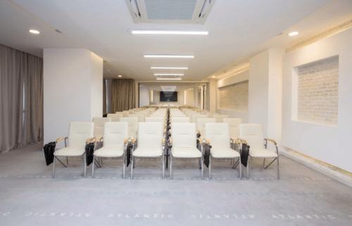 Atlantic Garden Resort - 5 стильных конференц залов и комната переговоров • 2021 • RoomRoom 8