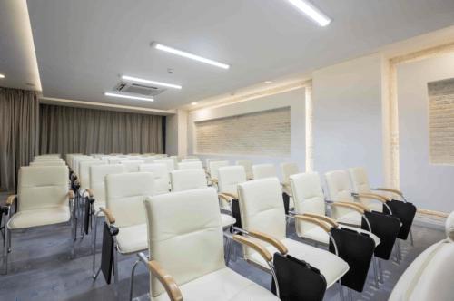 Atlantic Garden Resort - 5 стильных конференц залов и комната переговоров • 2021 • RoomRoom 9