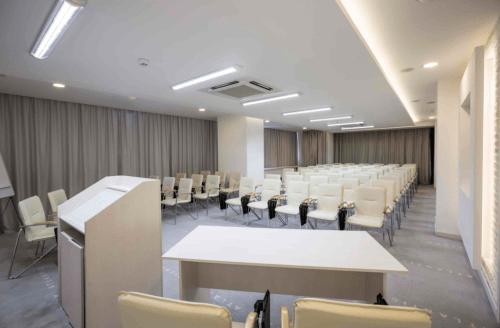 Atlantic Garden Resort - 5 стильных конференц залов и комната переговоров • 2021 • RoomRoom 12