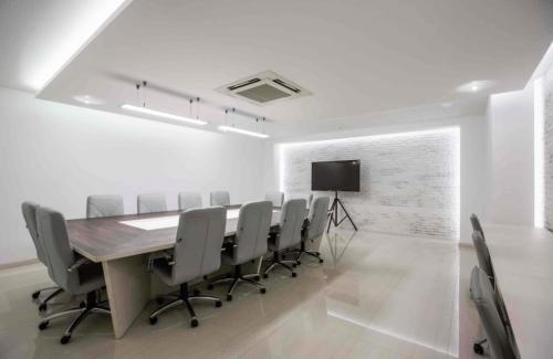 Atlantic Garden Resort - 5 стильных конференц залов и комната переговоров • 2021 • RoomRoom 1