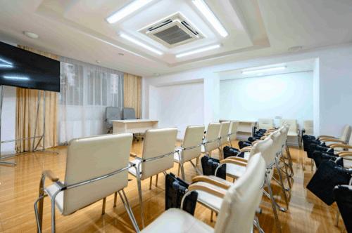 Atlantic Garden Resort - 5 стильных конференц залов и комната переговоров • 2021 • RoomRoom 10