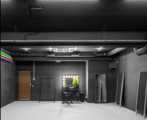 Upstairs - фотостудия с 4 залами и террасой на Лукьяновке • 2021 • RoomRoom 10